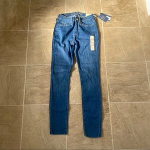 NWT universal thread high rise skinny Jeans